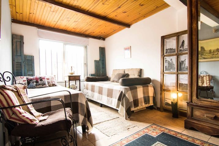 Private bedroom with attached - pocitos - Bed & Breakfast