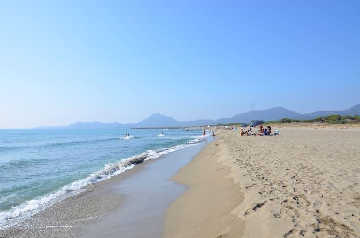 A due passi dal mare... - Villaggio Colostrai - Haus