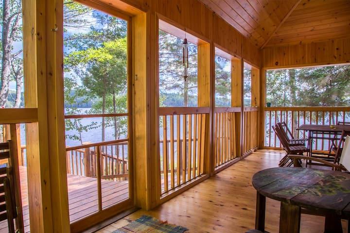 Lakefront Pine Cottage - Aylen Lake