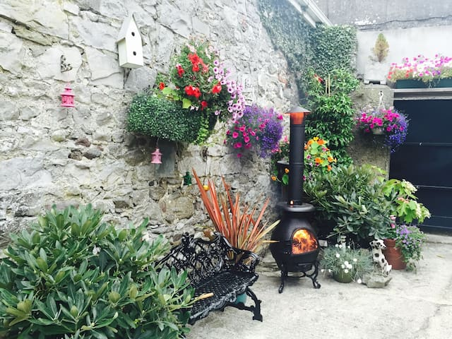 Central House - BnB Double Room - Tipperary town - 家庭式旅館