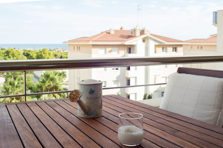 Single room in Sitges A/C and pool (ladies only) A