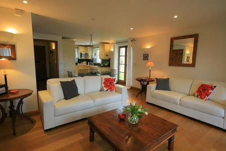 Lawrence House, Cotswold Lakes - Somerford Keynes