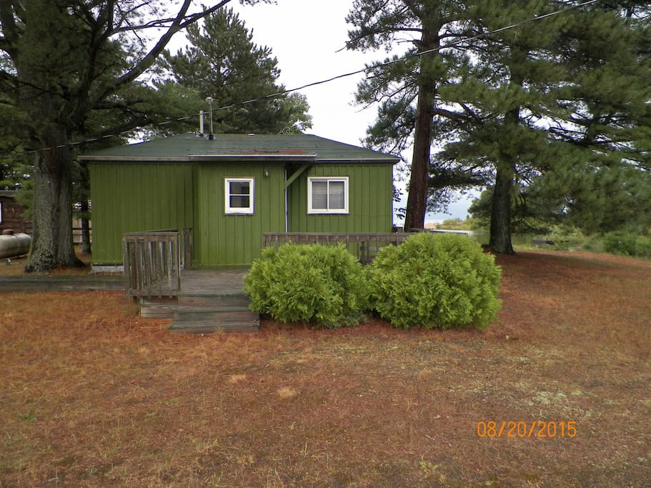 Shelldrake village cabin cabins for rent in paradise for Fishing cabins in michigan