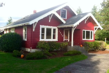Traditional Farm House - Ferndale