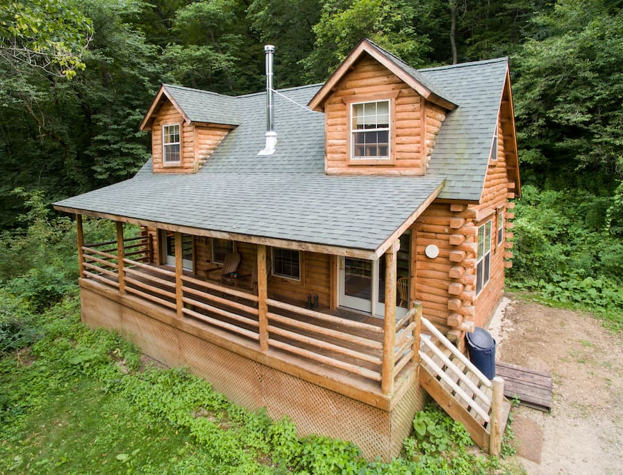 Secluded log cabin with hot tub cabins for rent in de for Wisconsin log cabin