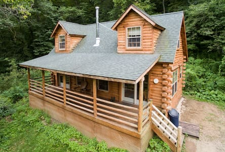 Secluded Log Cabin with Hot Tub - De Soto - Chalet