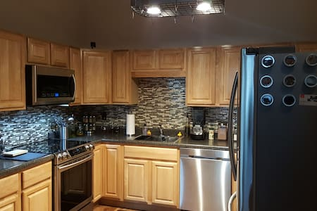 Luxury Condo, with all amenities - Fitchburg - Osakehuoneisto