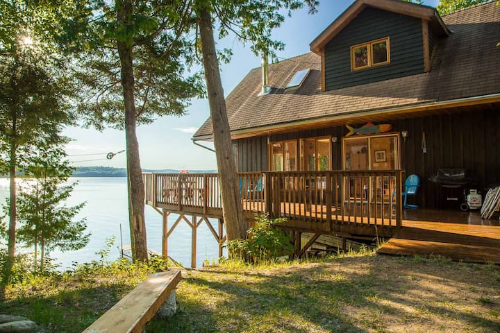 Waterfront cottage on Aylen Lake - Aylen Lake - กระท่อม