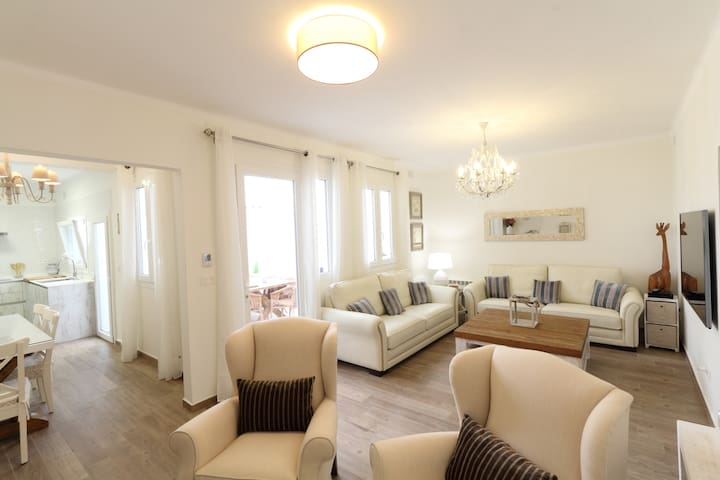 Sitges Centre Mediterranean House-Sleeps 11