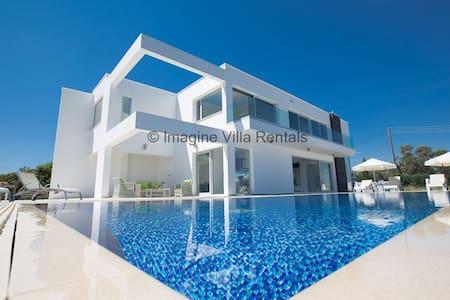 Villa Sabine, Luxurious 3BDR Villa - Protaras