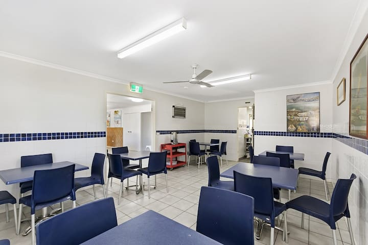 Centrally Located, Beach, Budget - Caloundra - Guesthouse