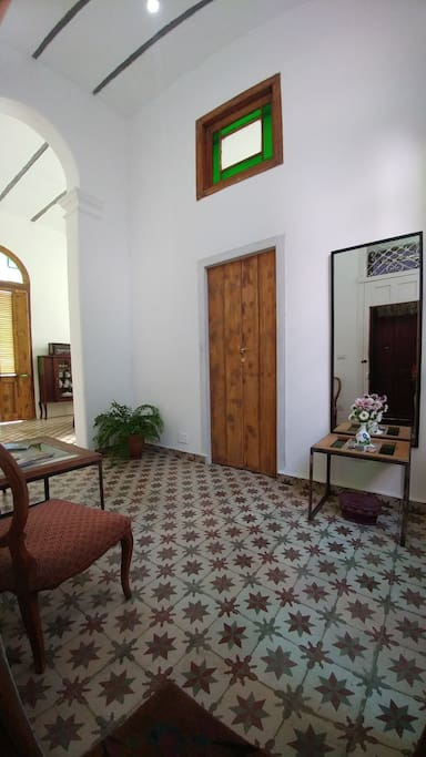 Entry Hall of Ca'Sita B&B with door to the room