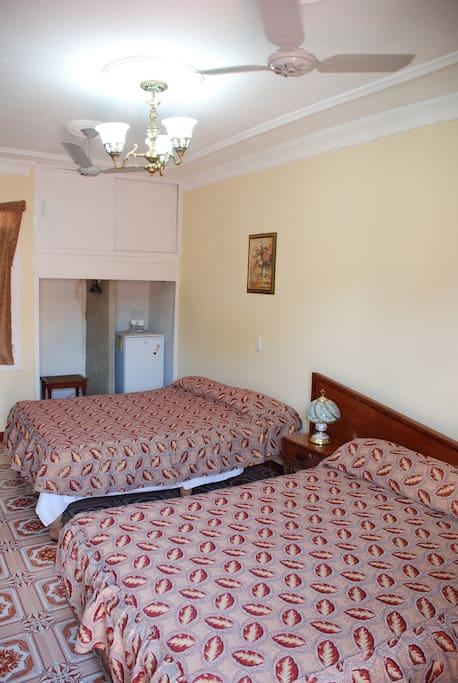 Casa Amistad Trinidad – Brasil: one of two bedrooms available. The two rooms together can accommodate up to eight people.