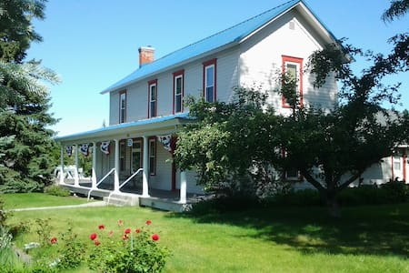 Wasco House Bed & Breakfast $90 - Wasco