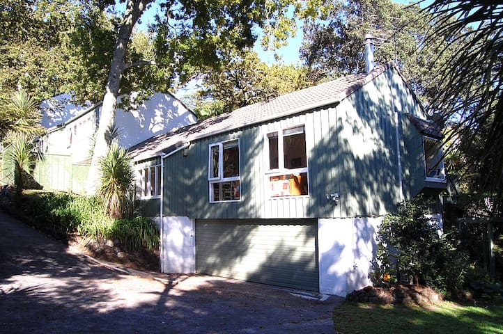 Double rm in Remuera leafy retreat