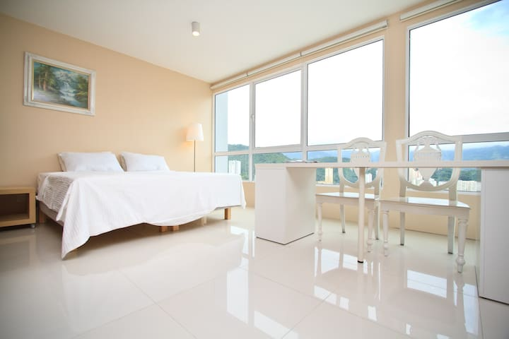 Luxury Penthouse Studio 1 @ Heart of Penang - George Town - Apartment