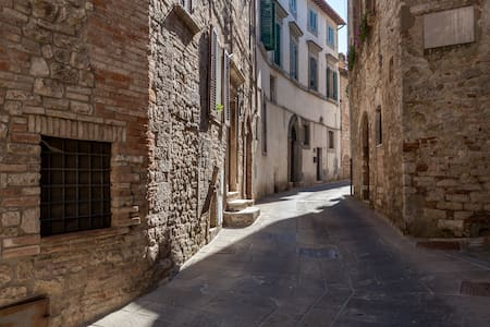 TODI Umbria Centre/No stairs/Carpark - Todi - Apartemen
