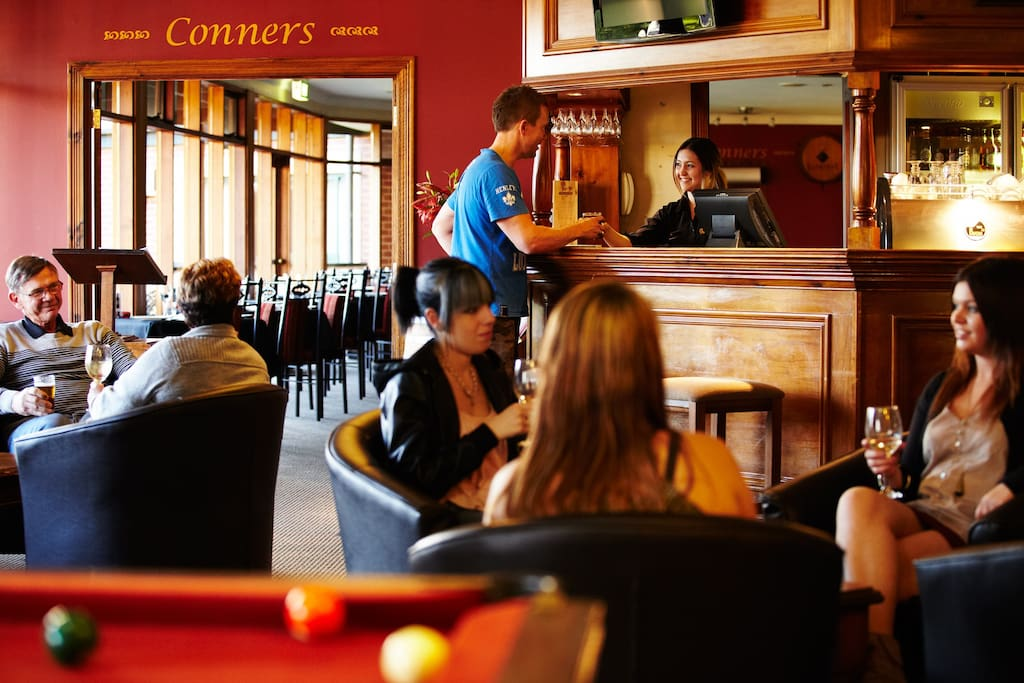 Conners restaurant and Bar