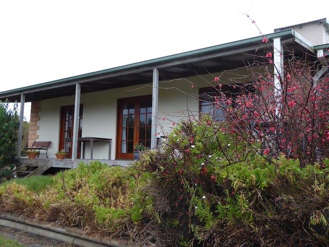 Platypus Park  Lavender Spa Cottage