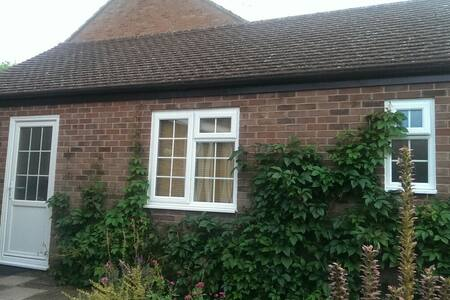 Detached guest bedroom with ensuite - Maldon - Chalet
