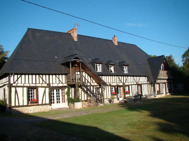 Maison normande jardin clos piscine - Beaumontel - House