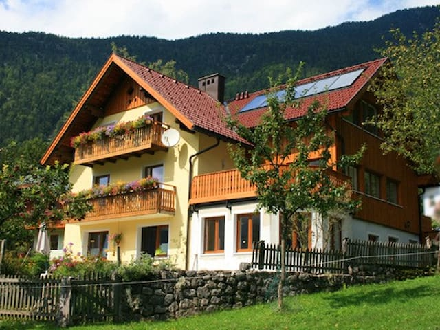 Haus Hepi B&B near Lake Hallstatt