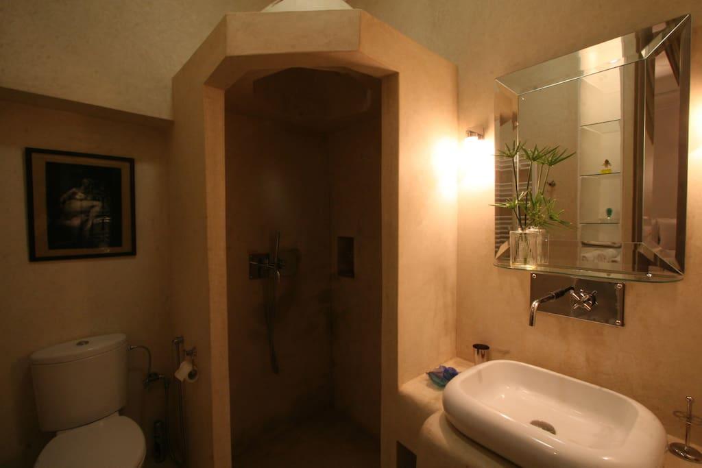Chambre patio, Salle de bain