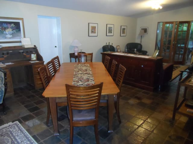Weelaway on Gregory accommodation - Beachlands - Bed & Breakfast