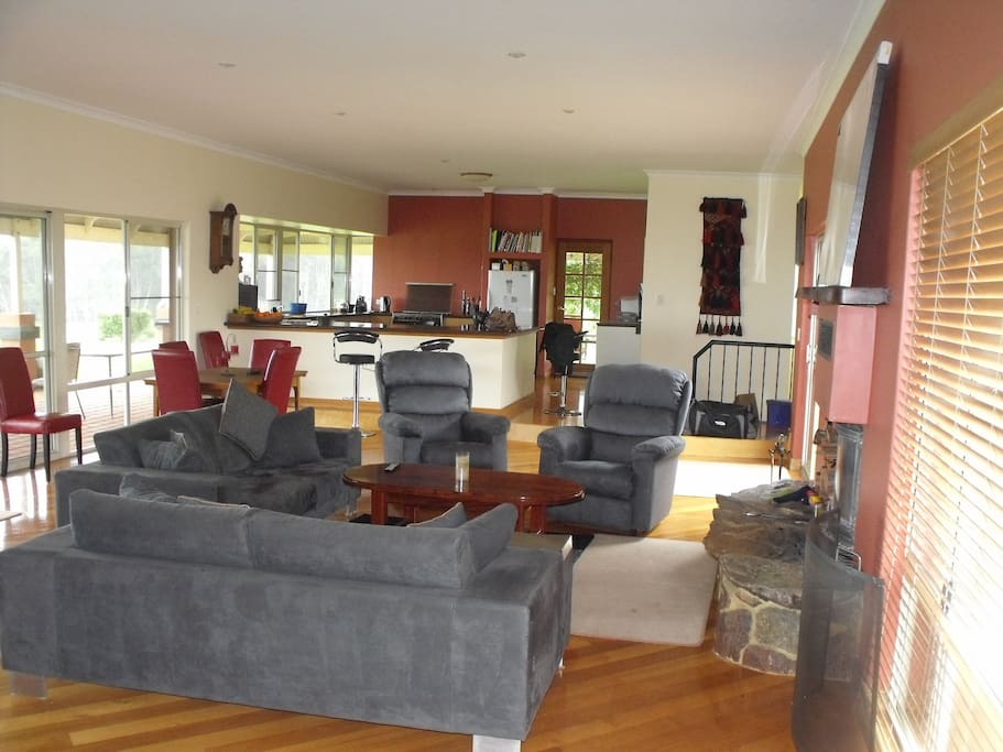 Large open plan share kitchen and lounge room