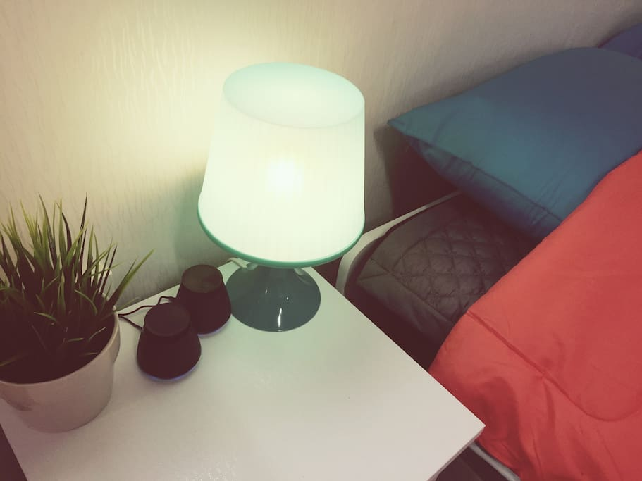 You bedside lamp smartphones and speakers that can connect the mp3 player ready.