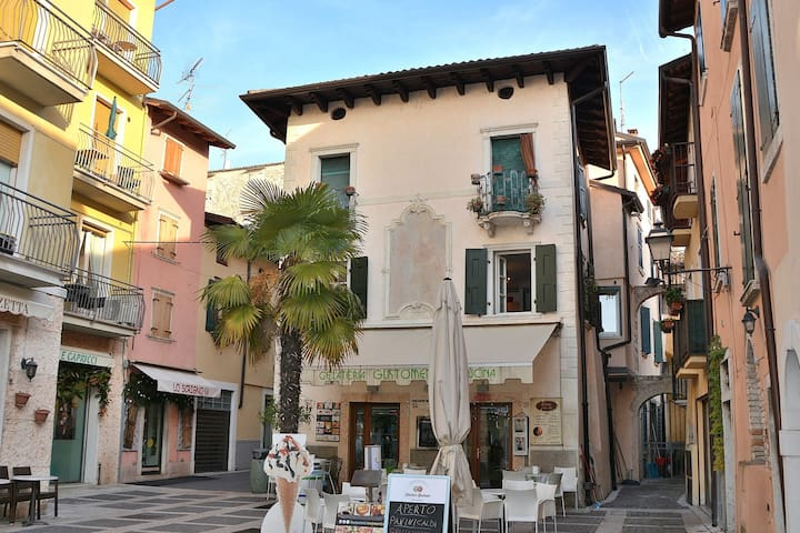 Apartment Sole,2 Sleeps  Pretty Apartment In Pedestrian Area In Torri del Benaco - Torri del Benaco - Daire