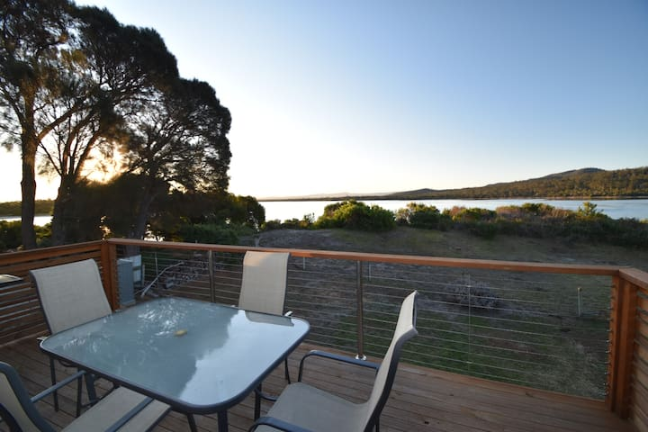 Absolute Waterfront with Kayaks - Coles Bay - House