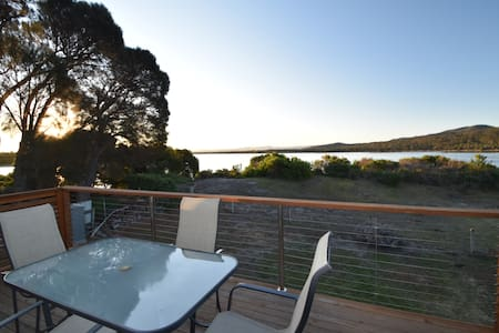 Absolute Waterfront with Kayaks - Coles Bay - Haus