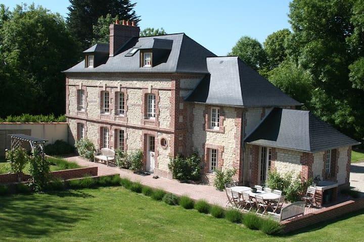 maison des roses pres de deauville houses for rent in touques lower normandy france. Black Bedroom Furniture Sets. Home Design Ideas
