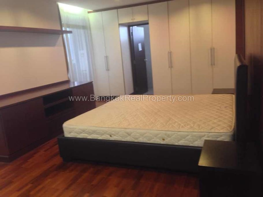 Large private room (all furnished) with private bathroom