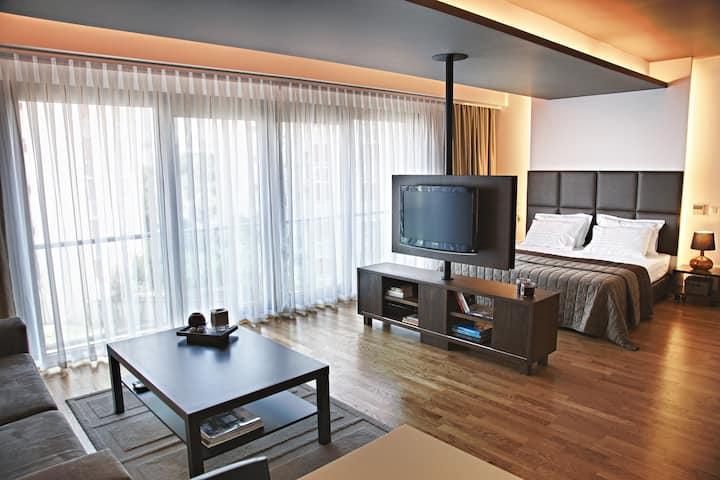 Stylish Room in The Center of City