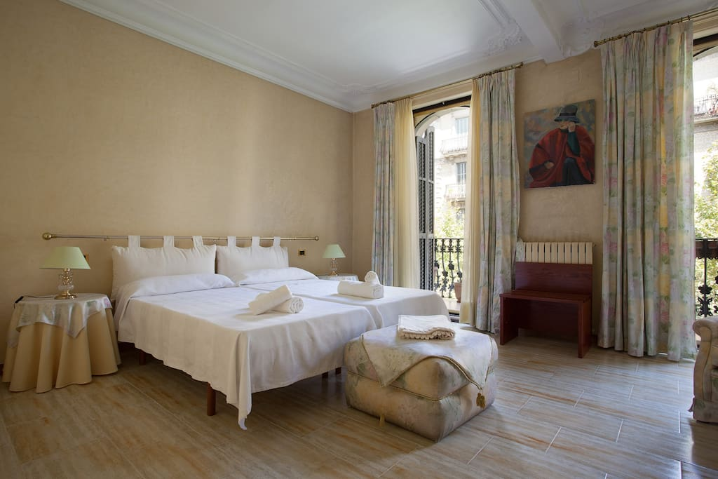 Luxury bedroom near plaza catalu a chambres d 39 h tes louer barcelone catalunya espagne - Chambre d hotes barcelone ...