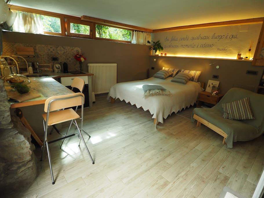 Comoda camera matrimoniale di 24mq. con poltrona letto futon