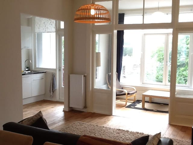 Newly renovated apartment of 70m2 - Den Haag - Byt