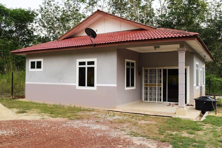 Qistina Guest House - Kuala Lipis