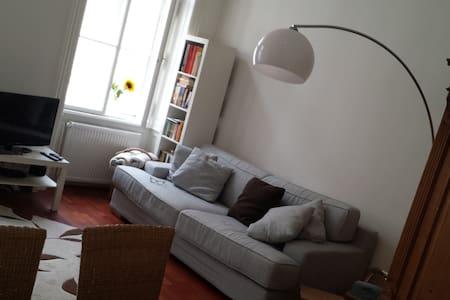 Tolle Wohnung, City und Ubahn nah - Apartment