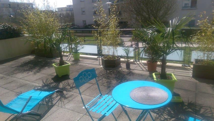 beau F2 avec terrasse plein sud - Caen - Apartment