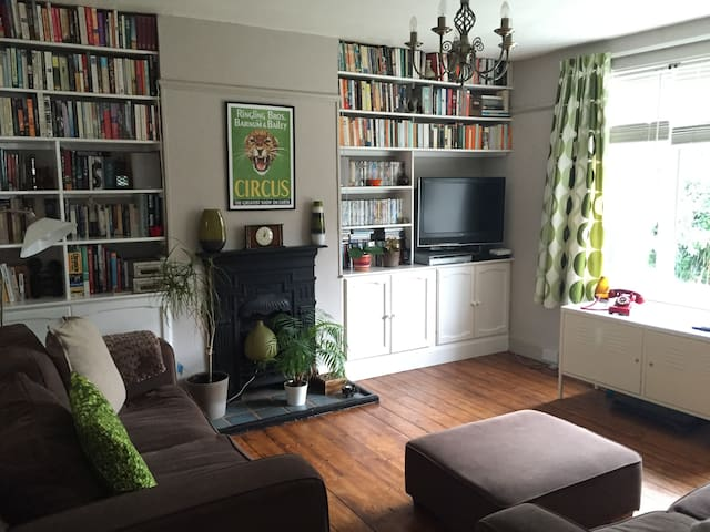 Charming 2-bed Garden Flat - Londen - Appartement