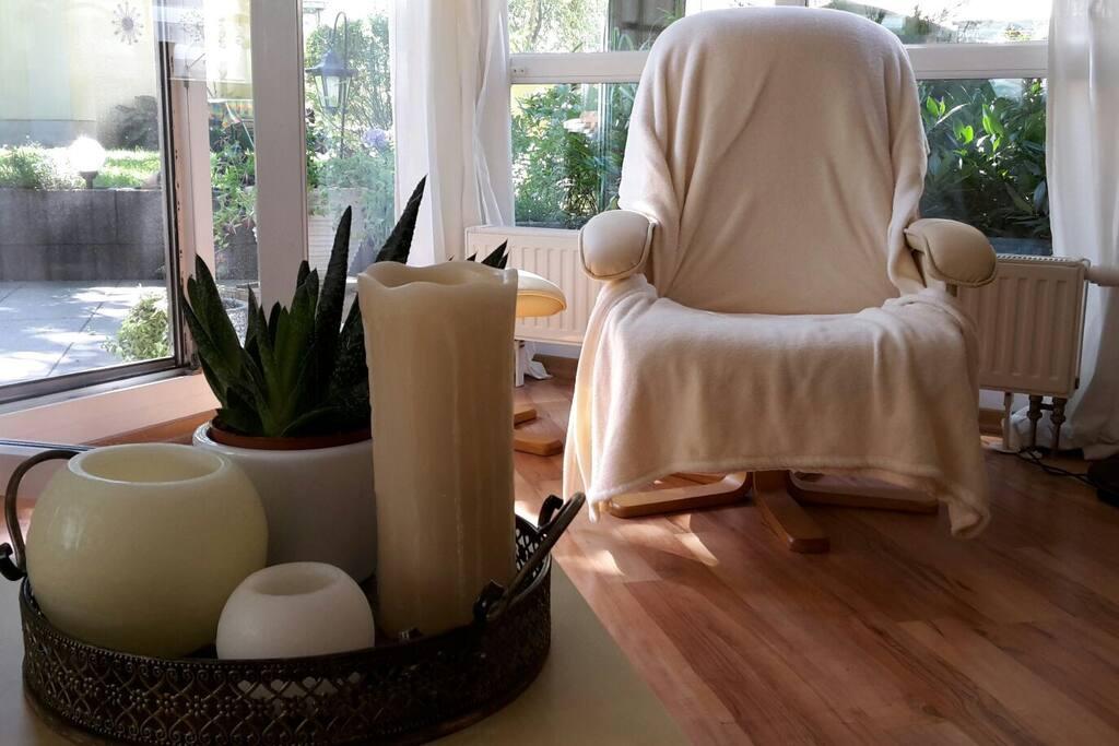 Gemütliche sonnige Sessel Ecke