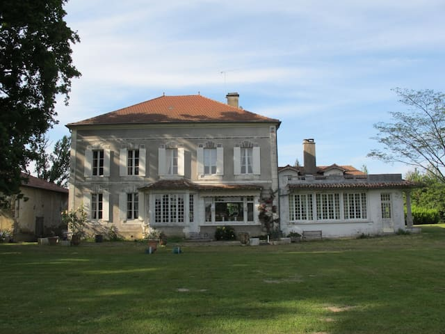 Domaine de l'Ourseau - ARSAGUE - 家庭式旅館