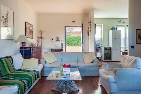 Villetta con giardino e panorama - Rastignano-carteria di Sesto
