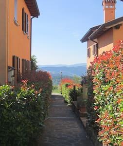 A 22km da Bologna panoramico luminoso accogliente - Lejlighed