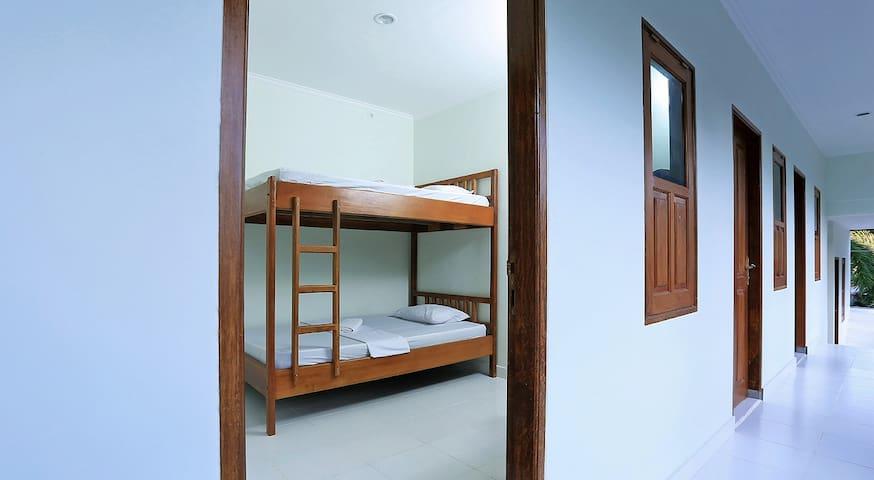 Dorm Room @ Jazz Senggigi Hotel - Mataram - Bed & Breakfast