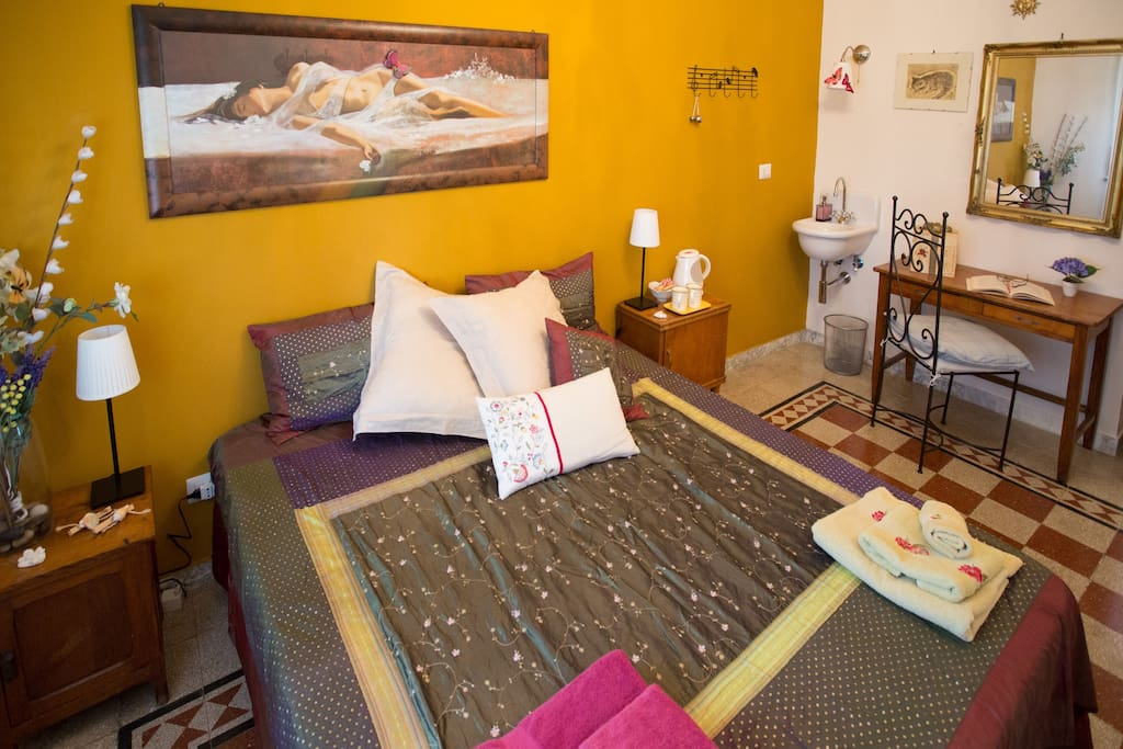 Le camere sono fornite di lavabo per permettere intimità e praticità quando si viene in famiglia o in gruppo...