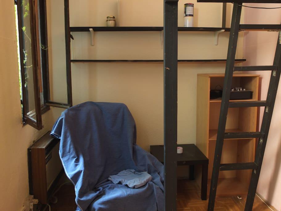 la camera (con letto soppalco) / the room (with bunk bed)